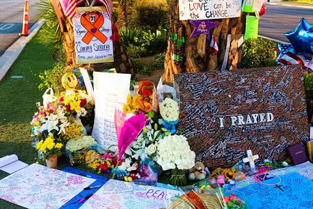 nevada: LAS VEGAS – OCT 07, 2017: Memorial Message of the Las Vegas Shooting victims on the Las Vegas Strip Near the Mandalay Bay. Editorial