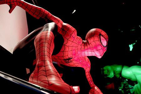 LAS VEGAS, USA-CT 10, 2017: Ciérrese encima de Spiderman, museo de señora Tussauds en Las Vegas.