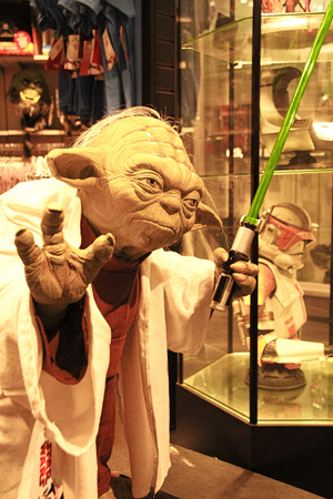 LOS ANGELES, CA/USA-OCT 29, 2010: Photo of Master Yoda figure in Universal Studios Hollywood. Редакционное