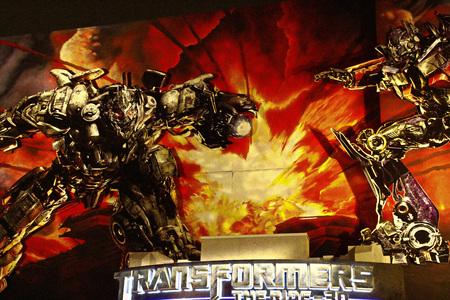 Hollywood, Los Angeles, USA-Oct 29, 2017: Entrance of Transformers the Ride 3D in Universal Studios Hollywood. 에디토리얼