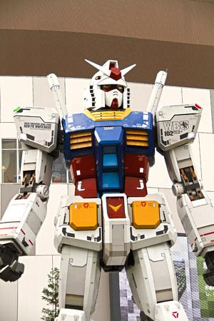 Full size Gundam Performances Outside DiverCity Tokyo Plaza, and Odaiba.