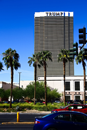 Las Vegas, USA-Sep 17, 2018: Trump International Hotel in Las Vegas, NV, named for real estate developer and politician Donald Trump. The luxury and propertys windows are gilded with 24-carat gold. 報道画像