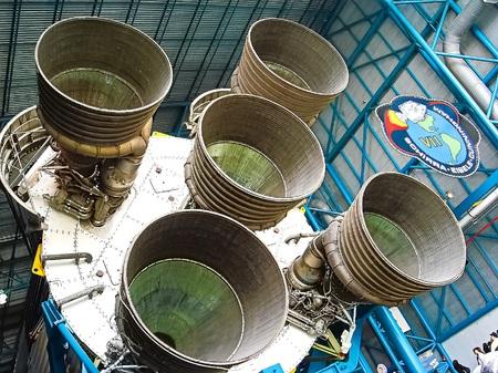 FLORIDA USA-Oct 29, 2016: Saturn V Rocket Engines mostrados en Apollo Saturn V Center, Kennedy Space Center Visitor Com plex en Cabo Cañaveral, Florida, Estados Unidos. Editorial