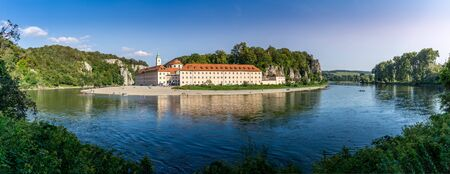 Panorama view on Weltenburg Abbey. This landmark is a Benedictine monastery in Weltenburg in Kelheim on the Danube in Bavaria, Germany. Banque d'images - 129369021