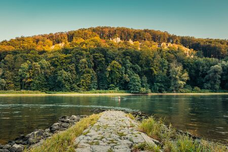 Panorama view on people rowing in canoe on the Danube Gorge i Banque d'images - 129369031