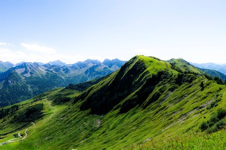 Green mountain landscapes at Fellhorn in Allgaeu Banque d'images - 129369205