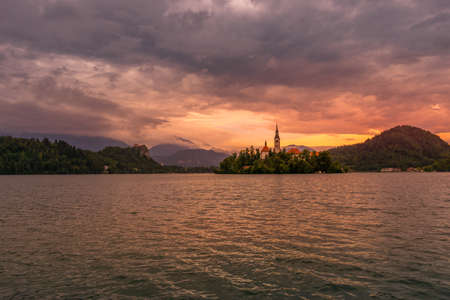 Panorama view over lake bled with island and church during sunset with the alps in the background, Slovenia, Europe. Standard-Bild