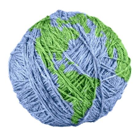 gomitoli di lana: Close-up di filati che Earth isolato su sfondo bianco