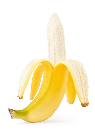platano maduro: Banana medio pelada aislado en un fondo blanco