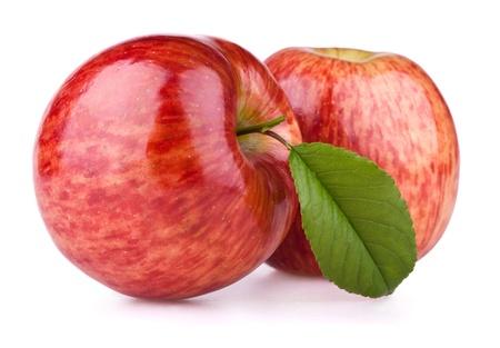 mela rossa: Due mele rosse con foglia isolata on white
