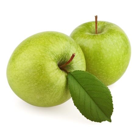 apfel: Zwei grüne Apfel Früchte mit Blatt isoliert auf weißem Hintergrund