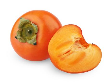 persimmon: Caqui maduro con un corte aislado en fondo blanco