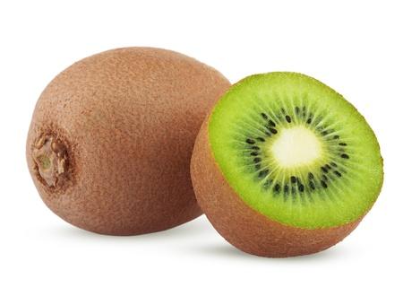 kiwi fruta: Kiwi maduro con la mitad aislados sobre fondo blanco