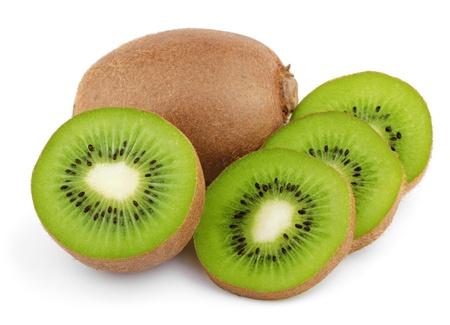 kiwi fruta: Las frutas maduras con rodajas de kiwi aisladas sobre fondo blanco Foto de archivo