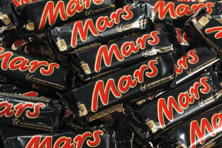 horizontal bar: Closeup of many Mars candy chocolat bars