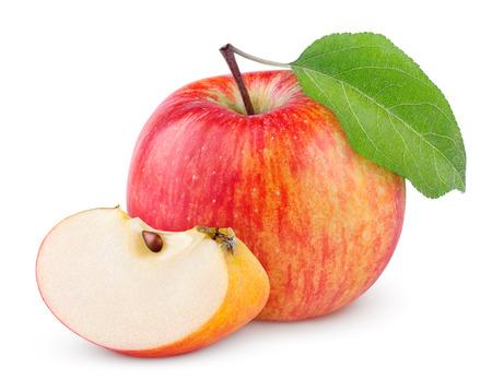 흰색 배경에 고립 된 녹색 잎과 슬라이스 빨간색, 노란색 사과