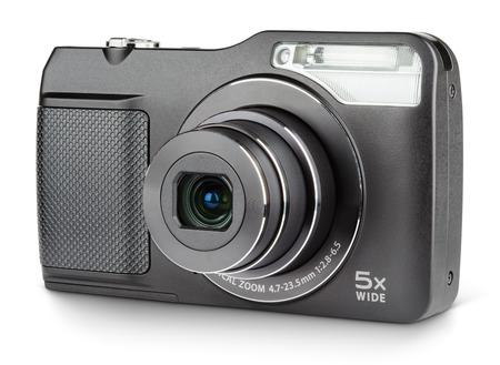 Appareil photo numérique compact avec objectif ouvert isolé sur blanc