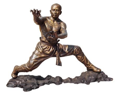 moine: Guerriers moine Shaolin en chinois Temple Viharn Sien, Chonburi, Thaïlande Statue en bronze isolé sur blanc avec chemin de détourage Banque d'images