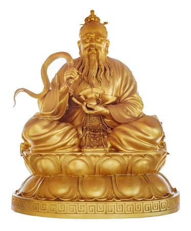 taoisme: Stichter van het taoïsme - Laozi Lao Tzu in Chinese Tempel Viharn Sien, Chonburi, Thailand standbeeld geïsoleerd op wit met clipping path