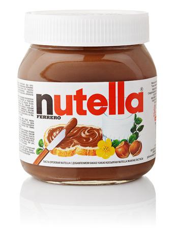 mantequilla: Tarro de Nutella avellana crema de chocolate fabricados por la empresa italiana Ferrero