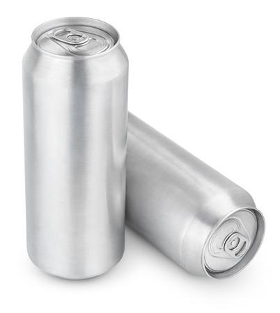 jarra de cerveza: Dos latas de cerveza 500 ml de aluminio aislados en blanco