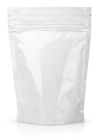 空白箔食品やドリンク袋の包装、弁およびシールを白で隔離されます。
