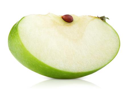 manzana verde: Rodaja de manzana verde aislado en el fondo blanco