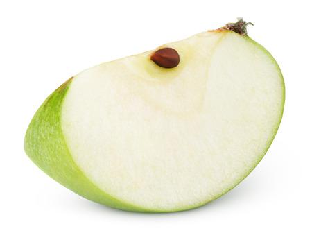 manzana verde: Rodaja de manzana verde aislado en blanco con trazado de recorte