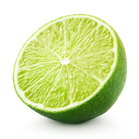 lemon: La mitad de cal c�tricos aislado en fondo blanco con trazado de recorte