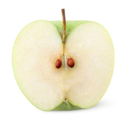 manzanas: Detalle de manzana verde medio aislado en blanco con trazado de recorte