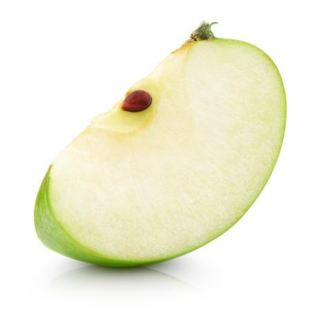 apfel: Grüner Apfel Scheibe isoliert auf weiß mit Beschneidungspfad Lizenzfreie Bilder