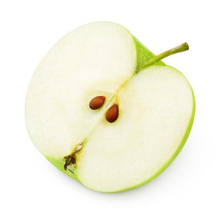 La mitad de la manzana verde madura aislada en blanco Foto de archivo
