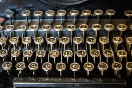 old typewriter keyboard close-up - vintage antique style typewriter Banque d'images