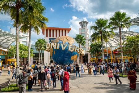 Sentosa Island, Singapore - January 2019: Tourists at Universal Studios Singapore. Universal Studios Singapore is a theme park located within Resorts World Sentosa and popular spot. Редакционное