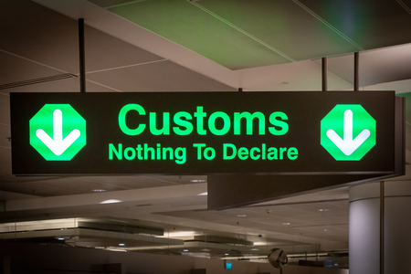 airport customs signboard icon in international airport at immigration control Standard-Bild