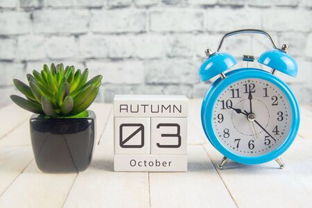 October 3 on the wooden calendar.The third day of the autumn month, a calendar for the workplace. Autumn. Banco de Imagens