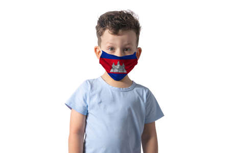 Respirator with flag of Cambodia White boy puts on medical face mask isolated on white background. 免版税图像
