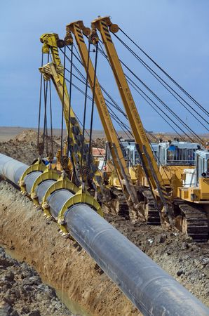 cilindro de gas: La construcci�n del gasoducto. Gr�as  Foto de archivo