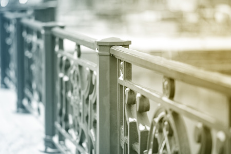 Massive iron railings on the bridge. The background is blurred. The weather is clear and Sunny. Stockfoto