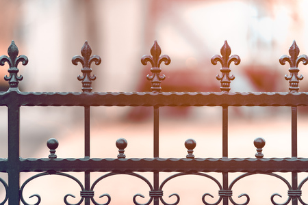 Wrought-iron fencing painted black with the decorations. The background is blurred. Shallow depth of field. Stockfoto