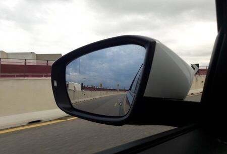 Car rearview mirror - going on a long journey 版權商用圖片