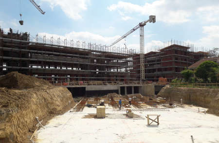 Work in progress on the construction site in the summer - build 版權商用圖片