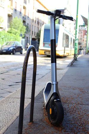 Go around the city with an electric scooter - new fashion