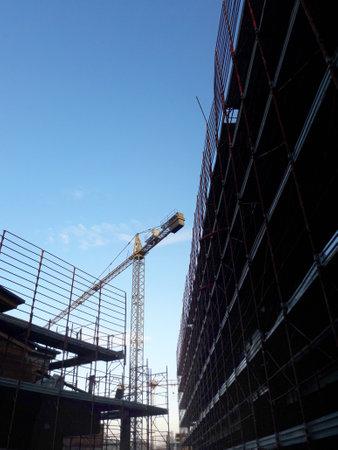 Work in progress on the construction site in winter - business 版權商用圖片