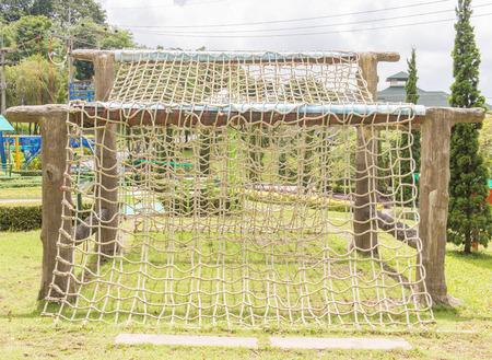 Netting para escalar con una cuerda gruesa. Foto de archivo - 36383277