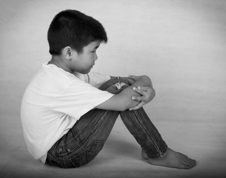 divorcio: Los niños se sienten solos y deprimidos, sus padres se divorciaron y luchan.