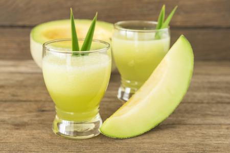 Heerlijke sap van de meloen op tafel close-up Stockfoto