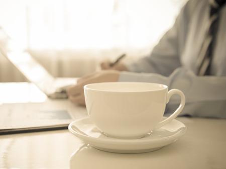 tazzina caff�: Close-up tazza di caff� sulla scrivania del direttore