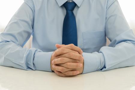 Medewerkers luisteren naar suggesties of klachten van klanten.