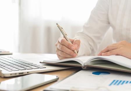 contabilidad financiera cuentas: datos de registro de negocios en programar una reunión o un evento Foto de archivo
